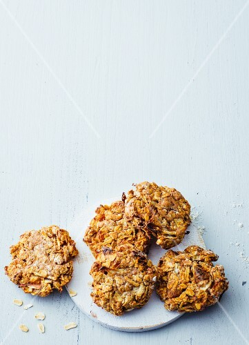 Apple cookies with dried apricots and oat milk