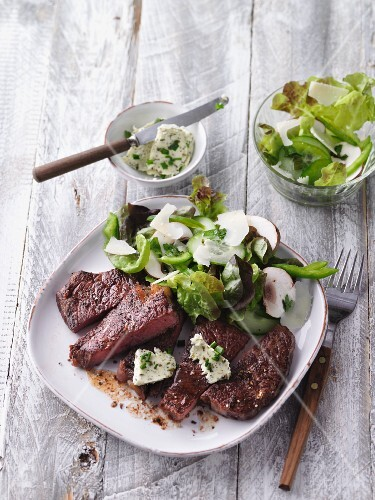 Fried rump steak with fresh salad and herb butter (LCHF)