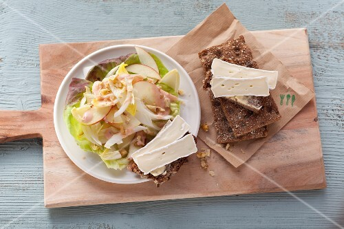 Chicory and apple salad with Camembert crispbread (post fasting)