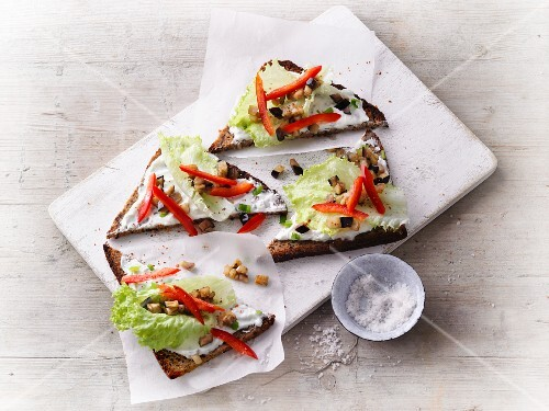 Protein bread with herb quark, aubergine and peppers