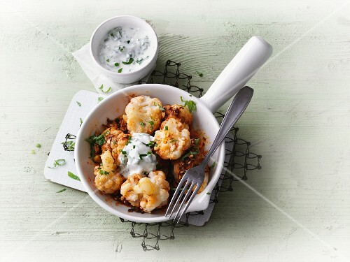 Spicy cauliflower with almonds and herb cream