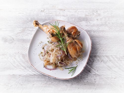 Chicken legs with a colourful onion medley