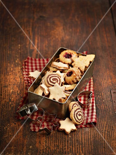 Bredele (Alsace Christmas biscuits) in a biscuit tin