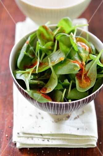 Spinach salad with an orange and pepper dressing