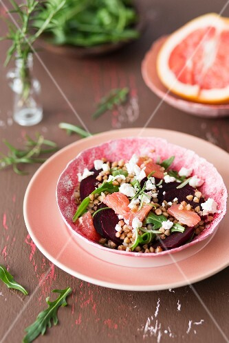 Buckwheat salad with baked beetroot, rockets, grapefruit and feta cheese