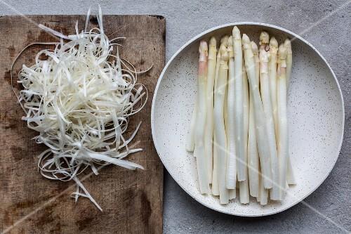 White asparagus, peeled
