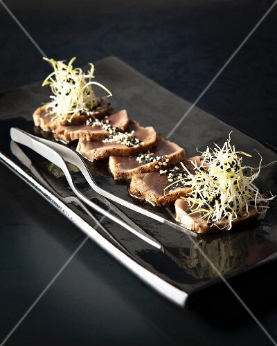 Tuna fish with sesame seeds and bean sprouts