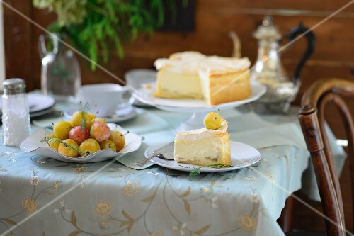 Cheesecake with greengages
