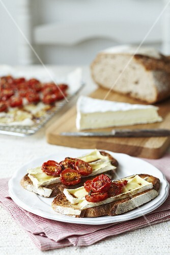 Toast topped with brie and cocktails tomatoes