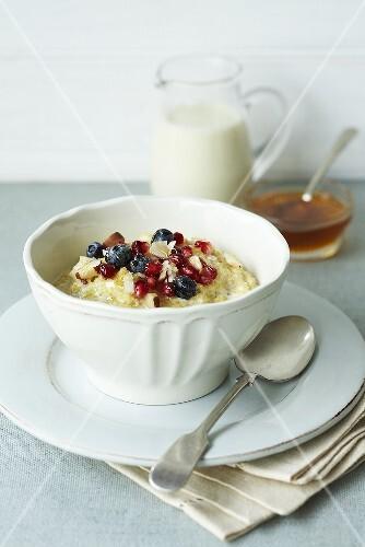 Porridge with berries and honey