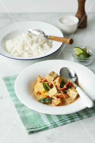 Red Thai curry with tofu and vegetables