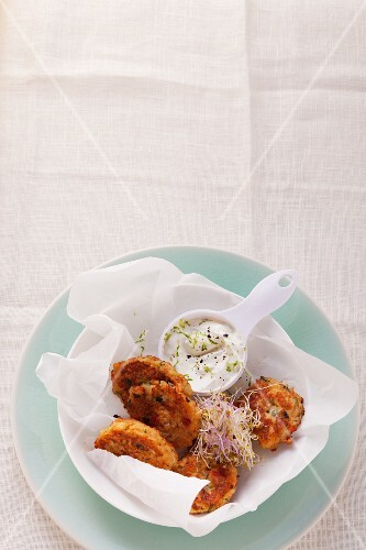 Vegetable cakes with bean sprouts and a yoghurt and lemon dip