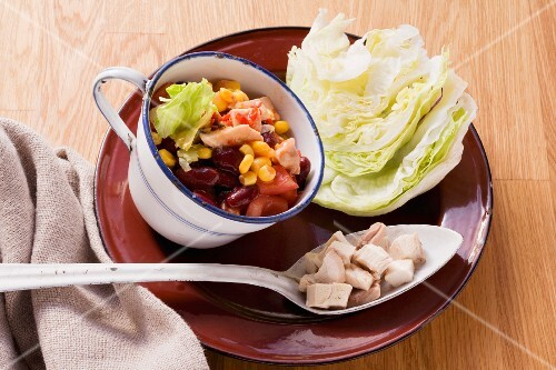 Tex-Mex iceberg lettuce with chicken