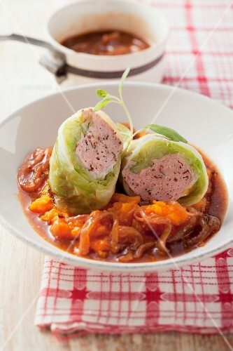 Cabbage roulade with onion sauce