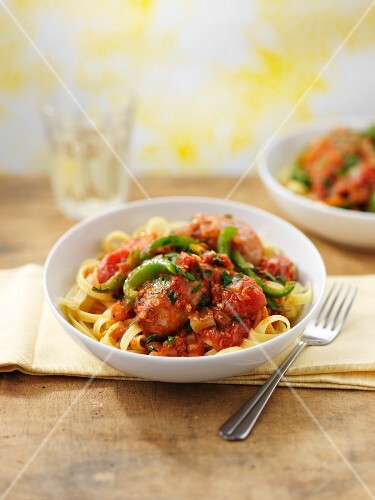 Tagliatelle with chicken, peppers and tomatoes