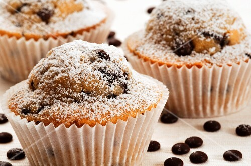 Chocolate chip muffins (close-up)