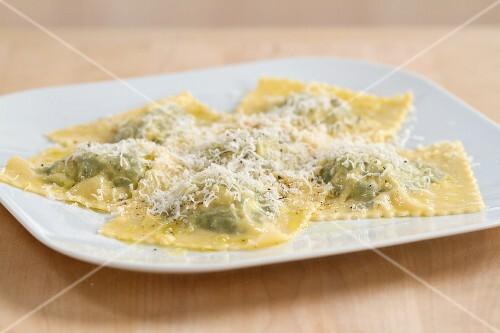 Ravioli ricotta e spinaci (Gefüllte Nudeltaschen, Italien)