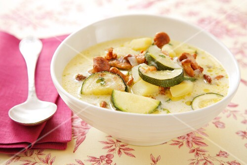 Courgette and chanterelle mushroom soup with potatoes and sour cream