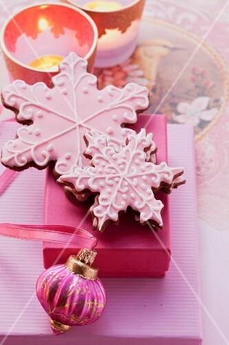 Glasur Weihnachtsplätzchen.Weihnachtsplätzchen Mit Rosa Glasur Zm Bilder Kaufen 11009837