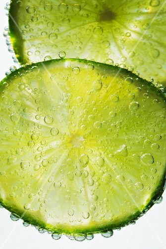 Lime slices in water (close-up)