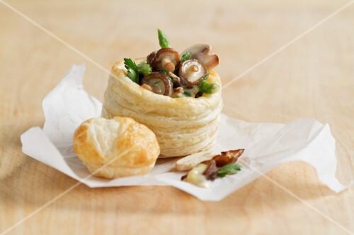 Vol-au-vent with mushroom ragout