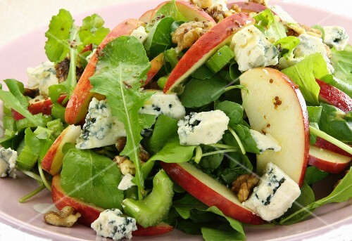 Mixed leaf salad with apple, blue cheese and walnuts