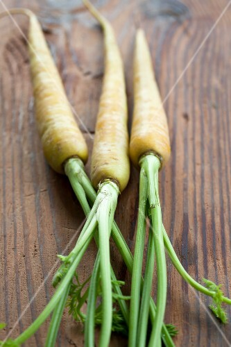 Yellow carrots (variety 'Pfaelzer Lobbericher') on wood