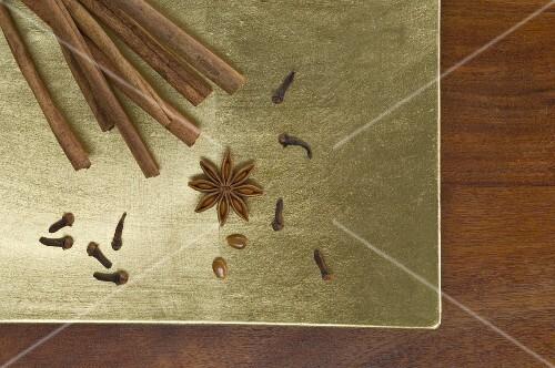 Christmas spices (cinnamon sticks, cloves and star anise)