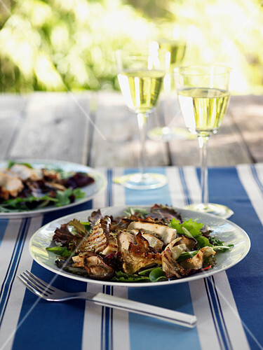 Grilled chicken and mushroom salad