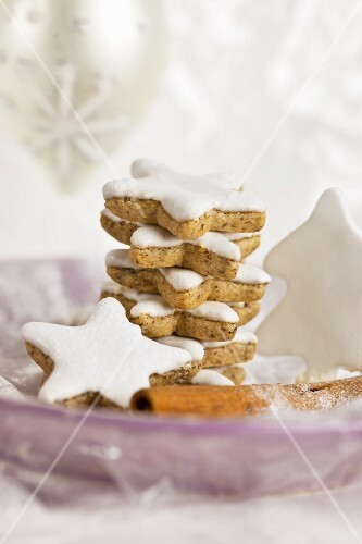 A stack of cinnamon stars on a purple plate