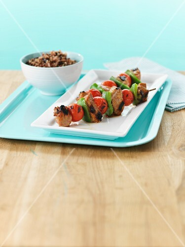 Grilled pork kebabs with tomato and pepper