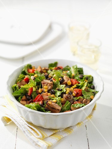 Cos lettuce with beef, vegetables and sweetcorn