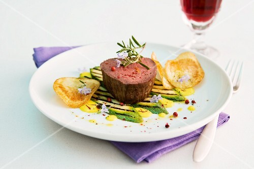 Beef fillet with courgette and potato chips