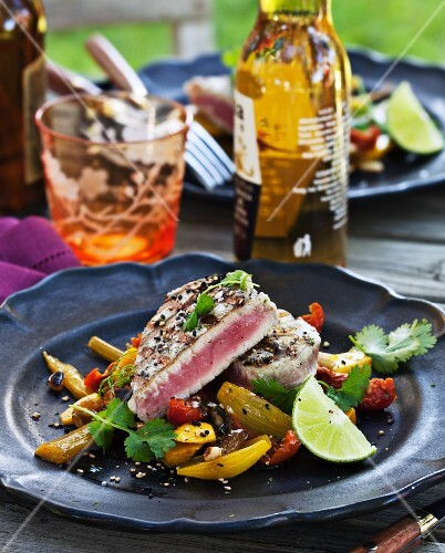Grilled tuna on a fennel and tomato medley