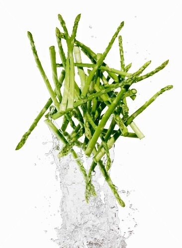 Green asparagus with a water splash