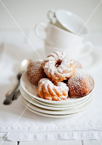 Strauben (fried pastries) on stacked plates