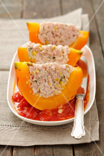 Pumpkin wedges filled with minced meat, pistachios and rice