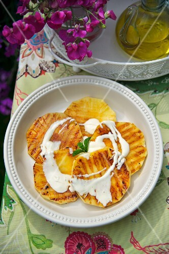 Roasted pineapple slices with Zabaione
