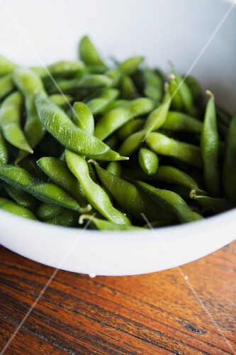 Green soybean pods in bowl