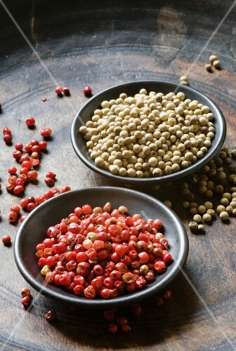Red and white peppercorns in bowls