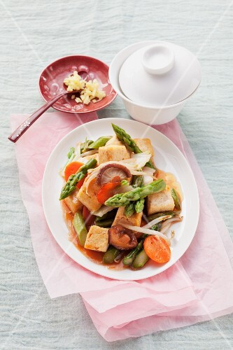 Tofu with vegetables in sweet and sour sauce