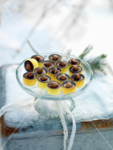 Nut and chocolate confectionery
