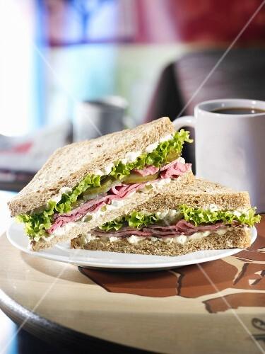 Roast beef sandwich with horseradish