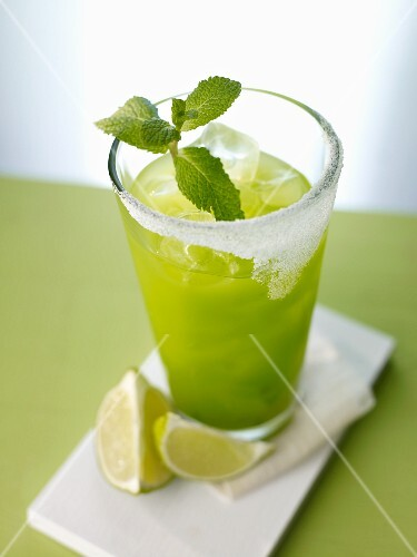 'Green Dream' (cocktail) with mint