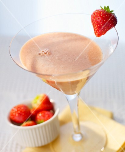 'Coletta' cocktail with strawberries