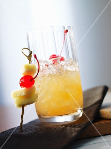 'Mabuhay Bagiba' (cocktail with rum and pineapple juice)