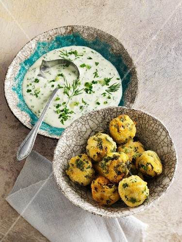 Spinach dumplings with cold herb sauce
