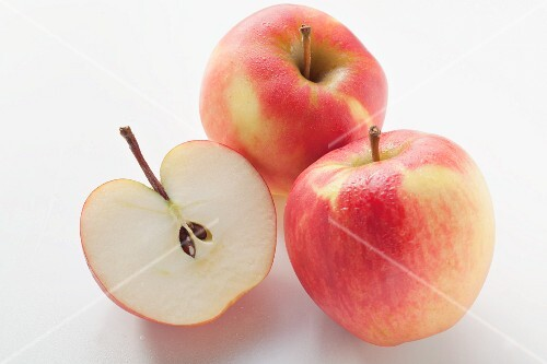 Halved apple and whole apples (variety: Jonagold)