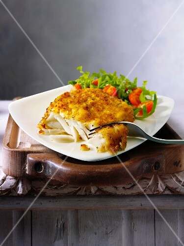 Cod fillet with salad on the side (England)