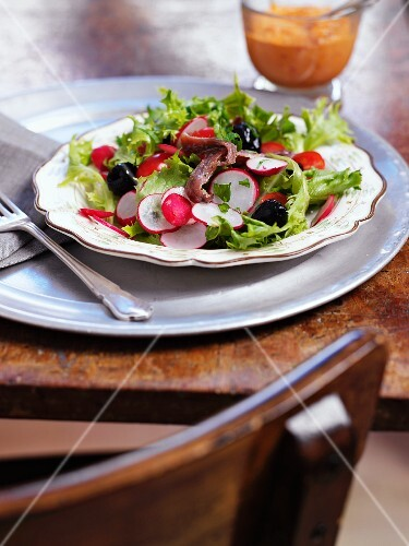 Mixed leaf salad with radishes, black olives and anchovies